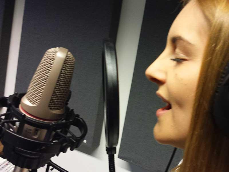 Professionelle Gesangsaufnahmen und Sprachaufnahmen im TopVoice Tonstudio